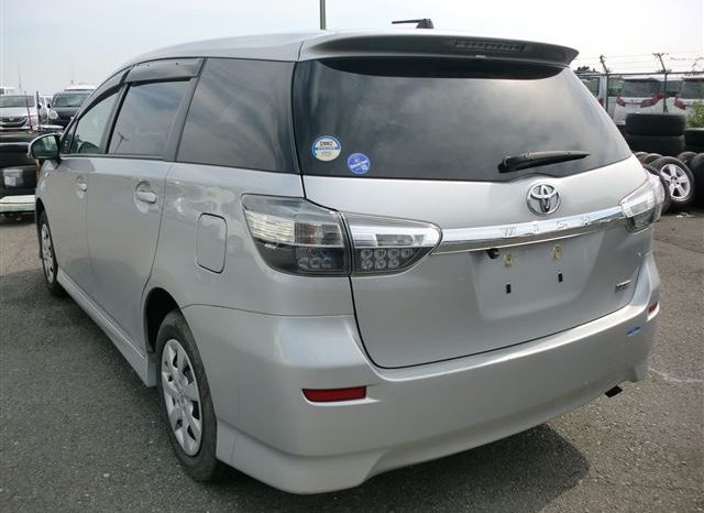 2014 Toyota Wish – Silver full